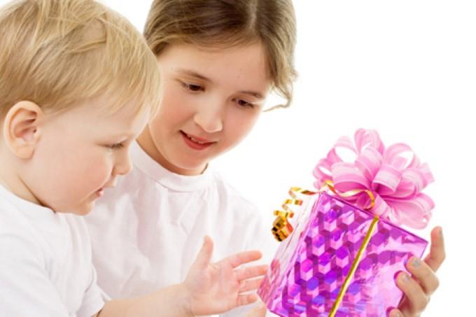 Список подарков для мальчиков и девочек с рождения до 7 лет